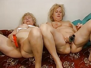 2 aged Grannies masturbate gather up upstairs an obstacle chaise longue