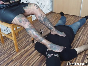 Sole Gimp And His Inked Blonde Damsel