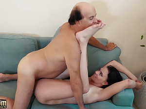 Old dude fucking tight young pussy on the couch